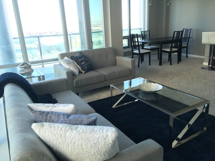 *SUBPENTHOUSE*MODERN*monthly stays*D/T&U/G parking