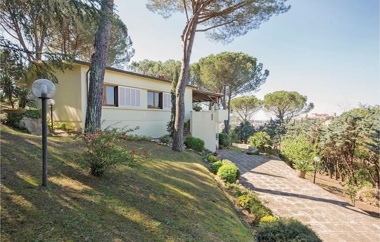 Nice home in Lari (PI) with 3 Bedrooms and WiFi