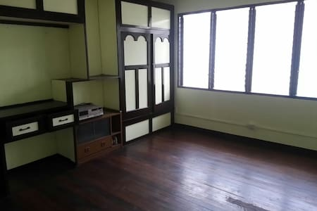 Large room for rent near España - Manila