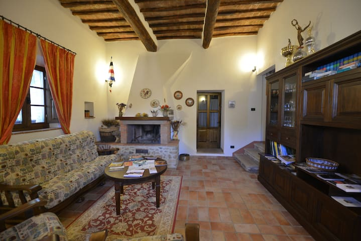 TreMadonne is a just6km fromSiena,pool,WiPi,garden - Siena - Huoneisto