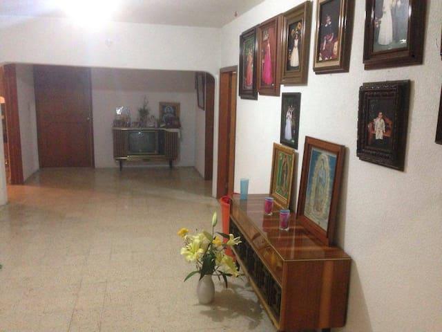 Una casa cerca de Hidalgo y el DF - Ojo de Agua - House