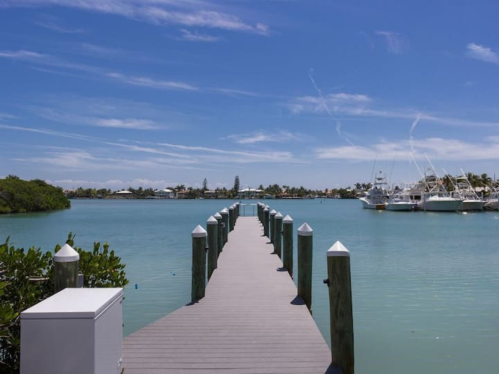F) Thanksgiving Week available in The Keys Beautiful Luxury Single family home!