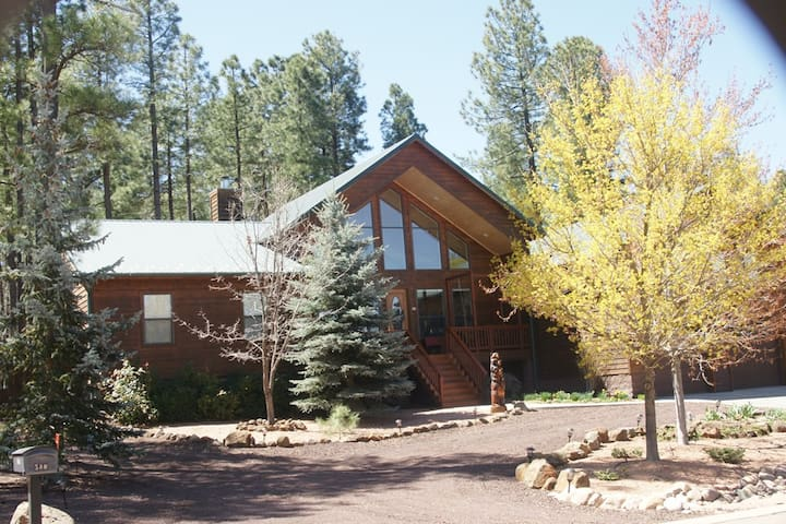 Cedar home nestled in the pines. - Pinetop-Lakeside - Talo