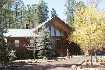Cedar home nestled in the pines. - Pinetop-Lakeside - Haus