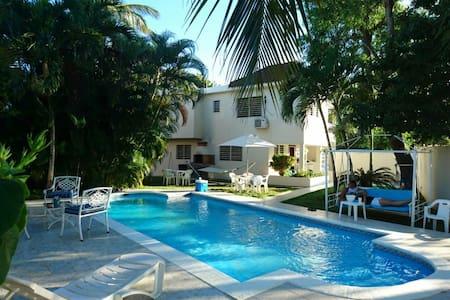 Villa Totalmente privada a 2 mins de la Playa