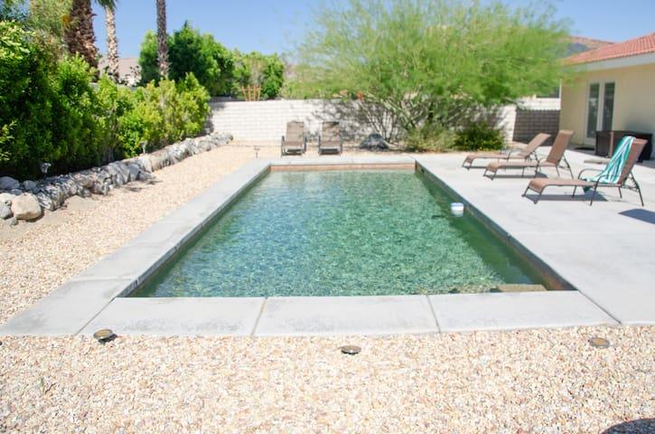 Desert Oasis: Mountain Views   Private Pool Golf!