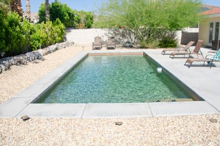 Desert Oasis: Mountain Views | Private Pool Golf!