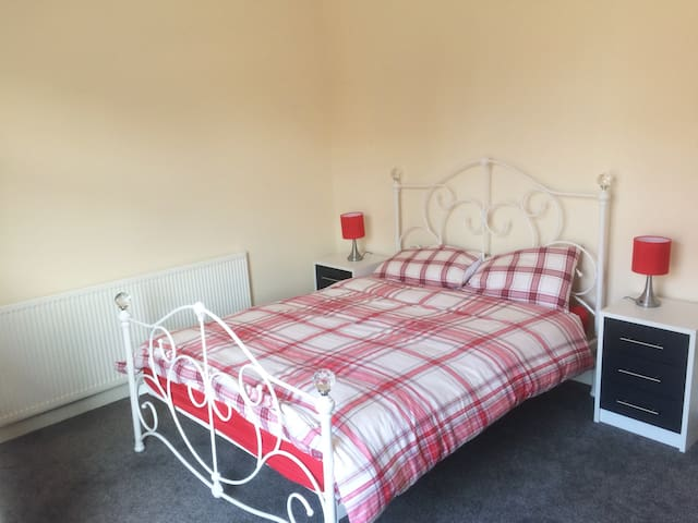 Cozy home in the heart of Hindley, Wigan. - Hindley - Casa