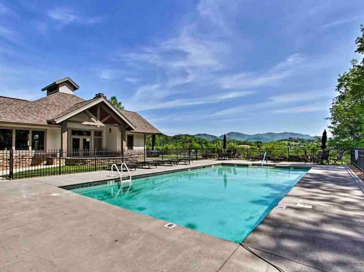 Cades Cove Paradise- Mountain Views, Fire Pit, Private patio