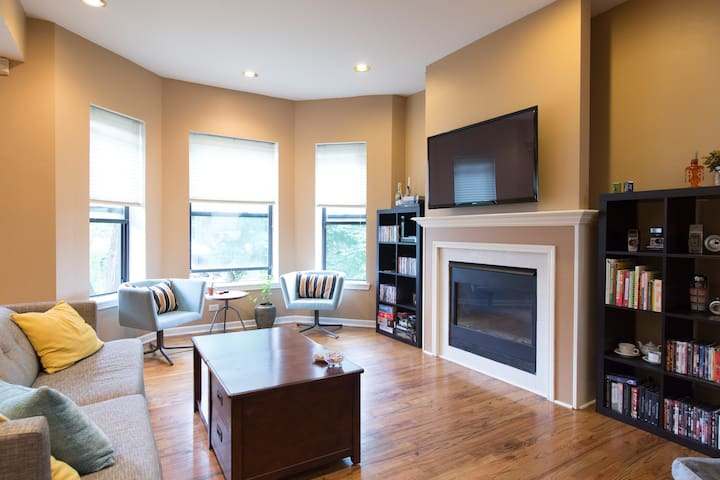Private Bedrm w Bath, Red Line Train, Free Parking - Chicago - Apto. en complejo residencial