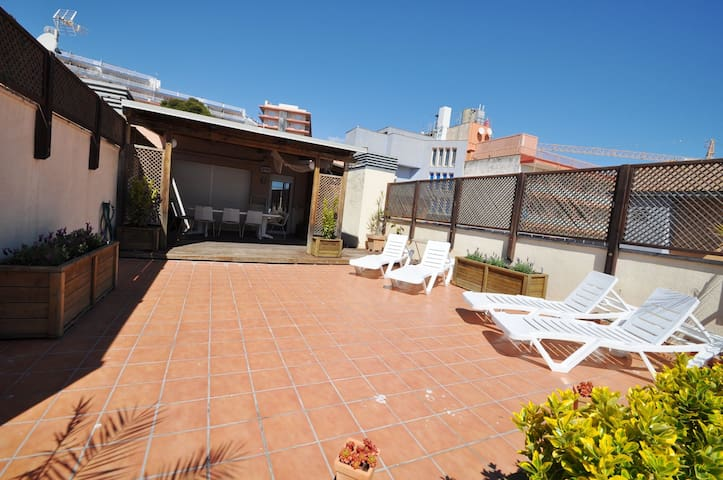 Rent apartment 110 m2, large terrace, 100m from the beach, air conditioning, parking