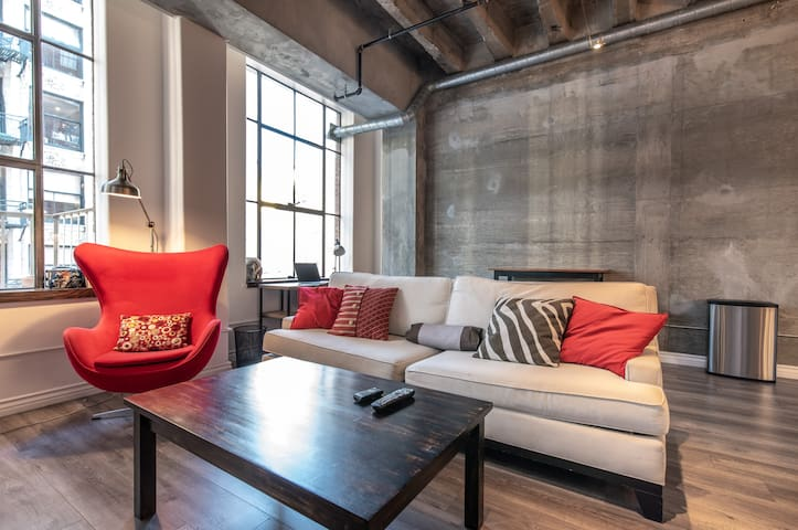 Large CLEAN Trendy DTLA Loft - 1 Bedroom