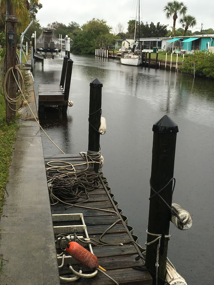 Deep water canal directly behind house only five minutes out to harbor.  ( sailboat friendly)