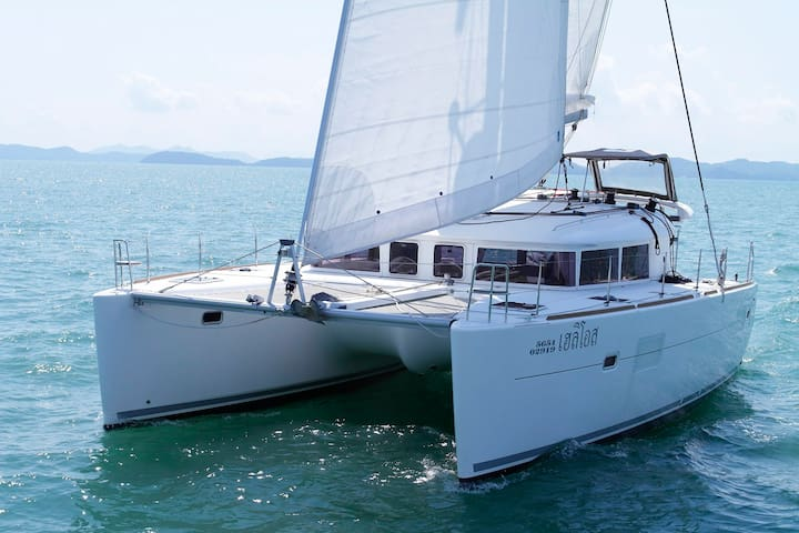 40 feet sailing catamaran with Amazing view!
