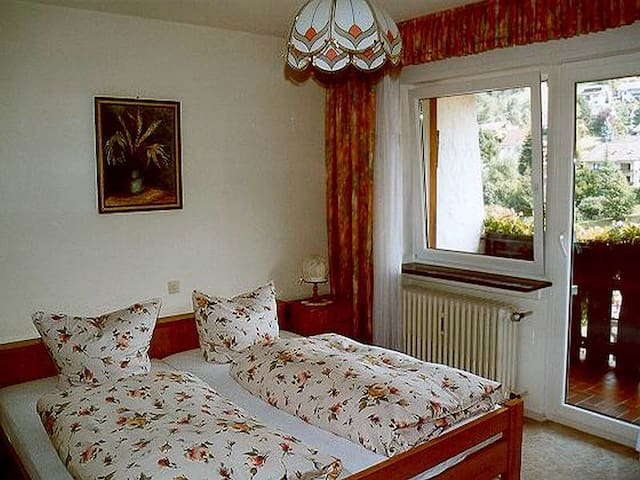 2. Schlafzimmer mit Balkon und separatem Bad, schöne Aussicht
