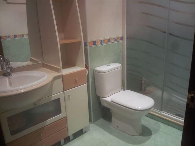 Baño habitación de matrimonio.