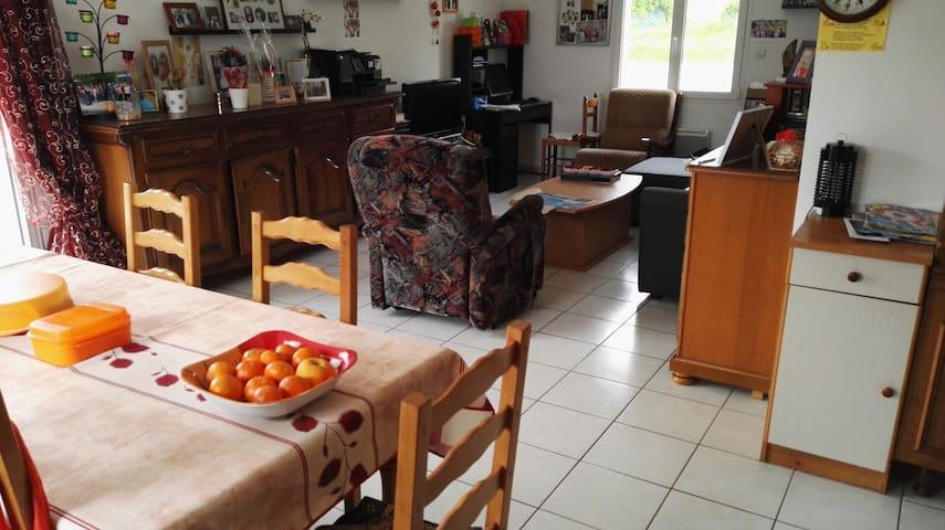 maison avec jardin à Guiclan