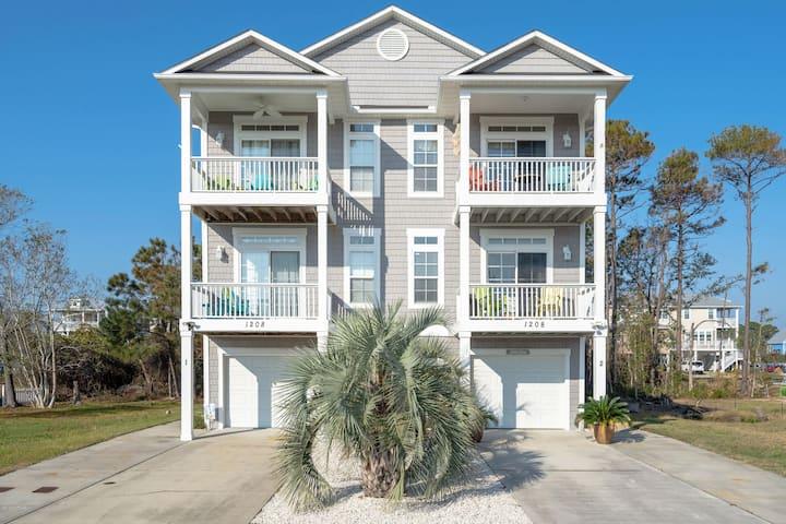 Starfish Manor, 5 min walk to beach and Tiki bar!