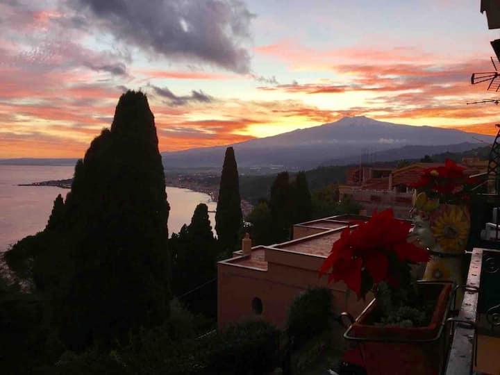 """""""Moonflower"""" Stupenda camera vista mare Etna"""