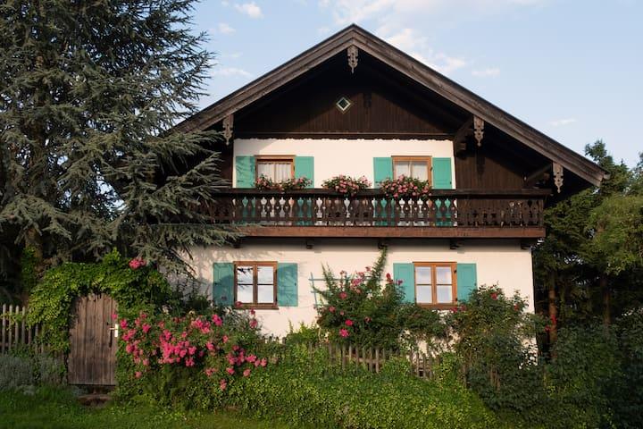 Ferienwohnung in Bayrischem Landhaus im Chiemgau