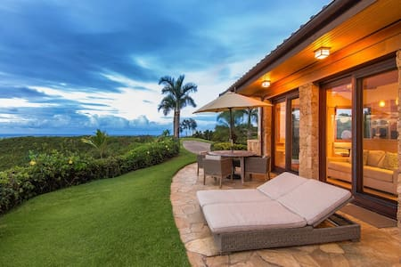 Luxury Oceanfront Cottage w/Hot Tub - Kilauea