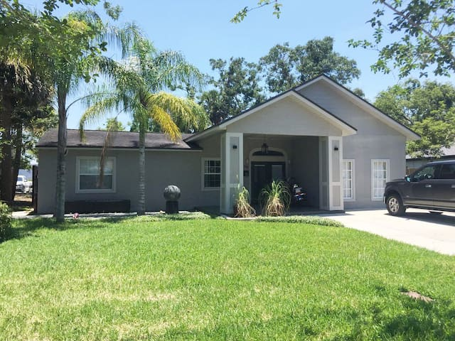 Enjoy The Master Suite in Beautiful College Park!!