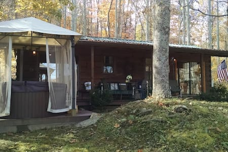 Mountain Cabin in the Great Smokies - Waynesville