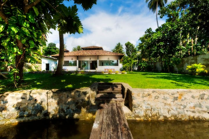 Gangananda, Unique Villa on Laguna - Galle - Villa