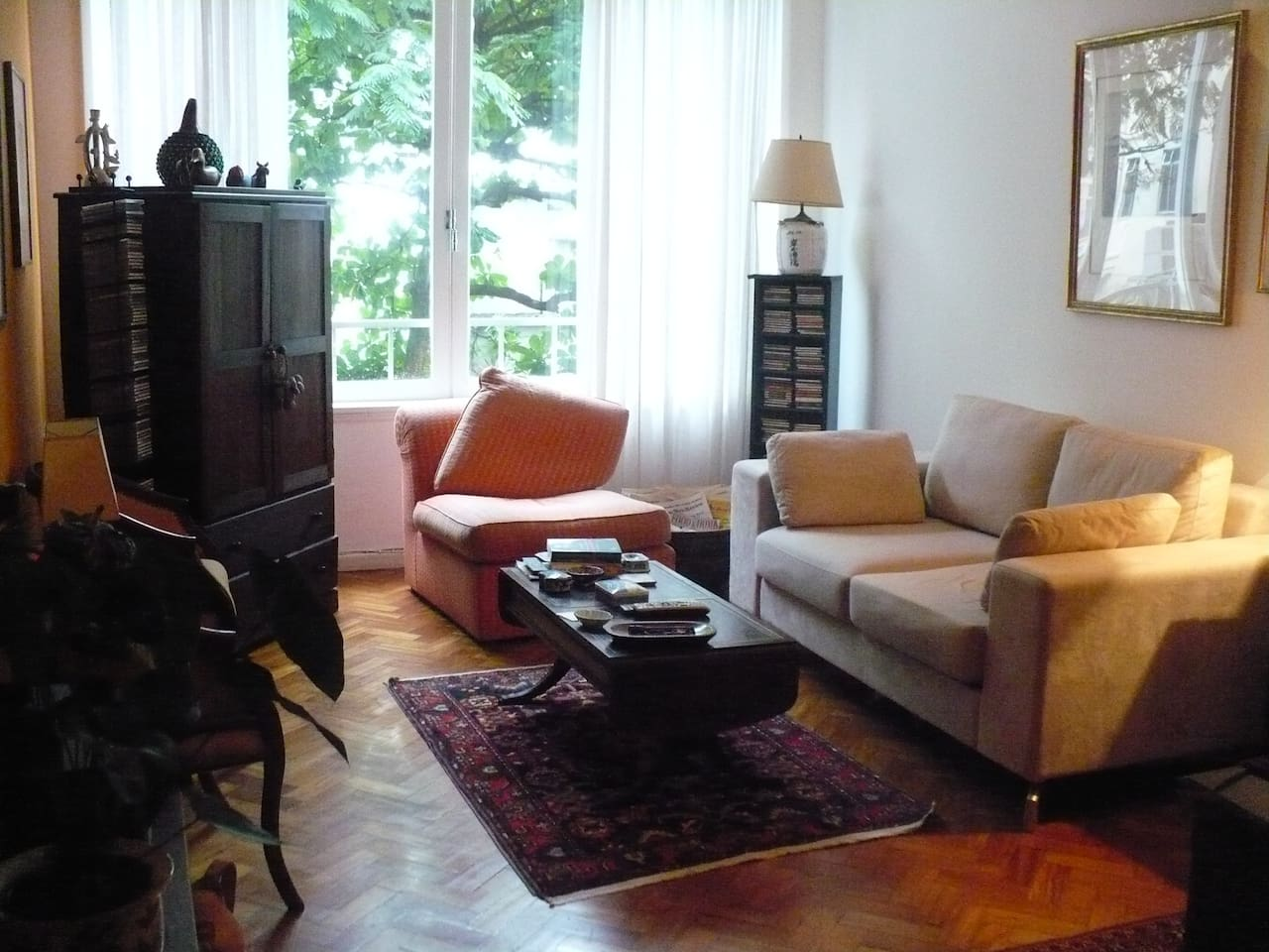 Living-room area, cable TV, couch, facing a big yard, no noise from the street.