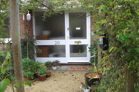Sunny 3 bed bungalow with garden - Henley-on-Thames