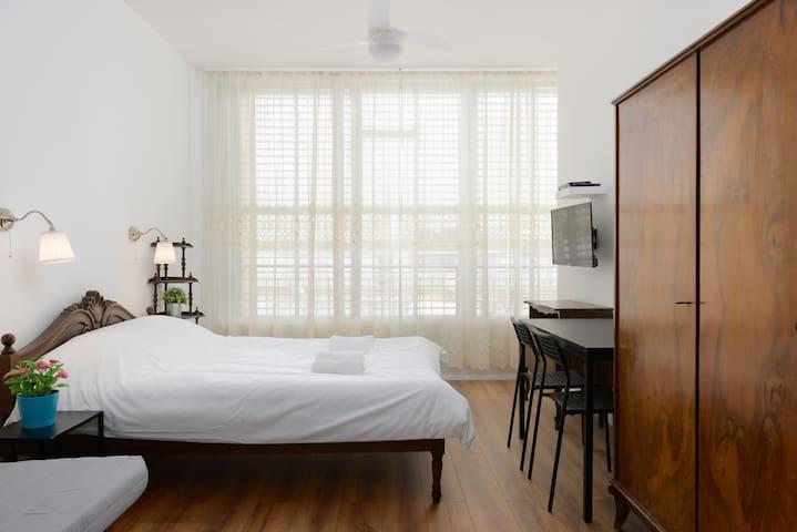 2 Herzel Beach Apartment by Paybox-Rentals