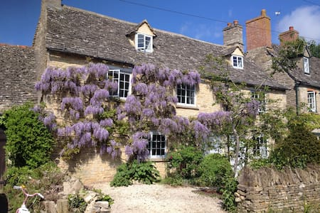 Cotswold cottage in lovely village - Combe - Dom