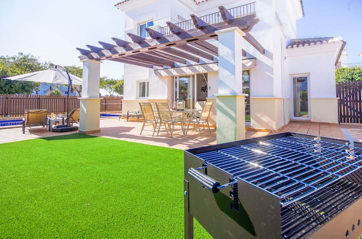 MurciaVacations - Family Villa with private pool and 3 bedrooms (sleeps 6)  - La Torre Golf Resort