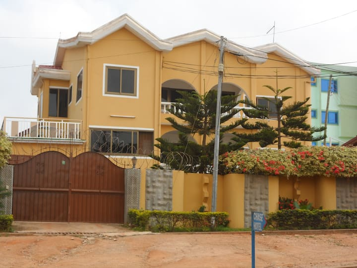 1 Bedroom holiday Letting - Gbawe