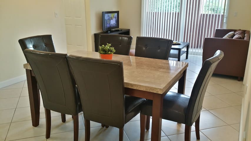 CORAL WAY | 2 BEDROOM | 2ND FLR W-5 - Coral Gables - Pis