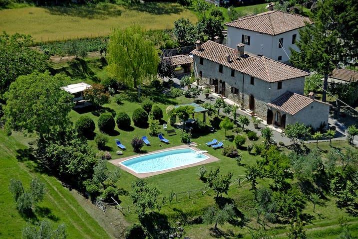 Un vecchio e romantico podere - intera casa - Cetona - Villa
