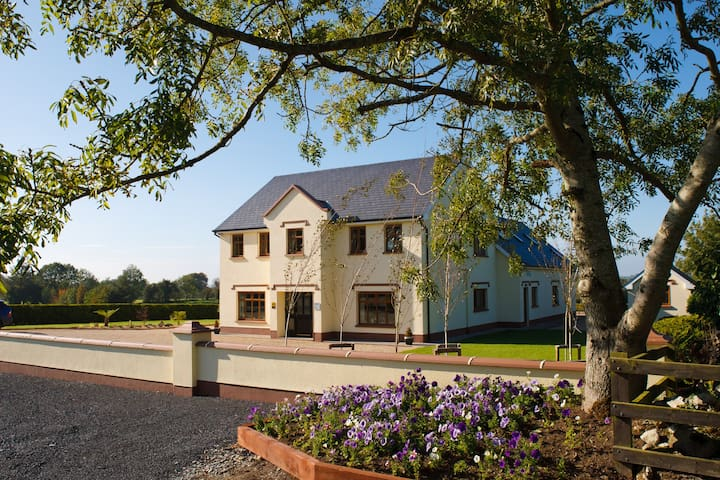 Aaron House 4 Star Accommodation - Kinnitty Birr - Bed & Breakfast