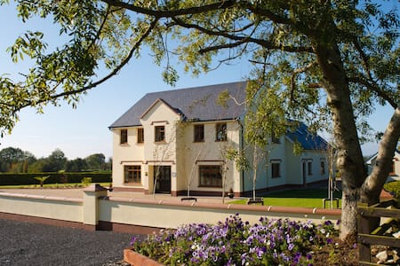 Aaron House 4 Star Accommodation - Kinnitty Birr