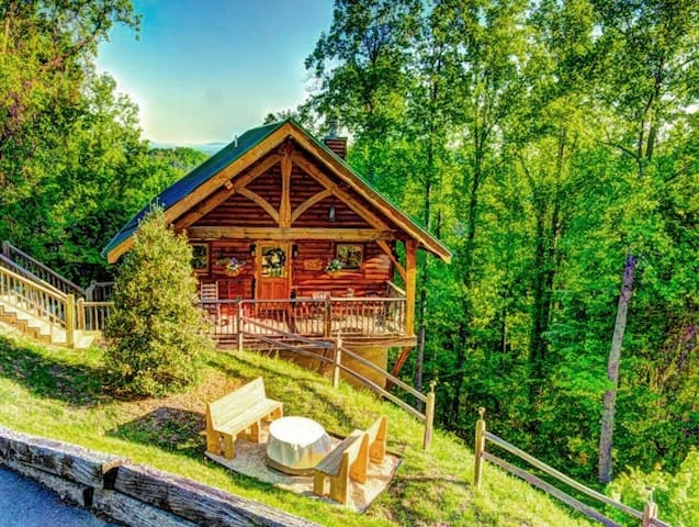 May 12-20 OPEN! Dream Cabin for 2! Views! Private - Sevierville - Rumah
