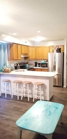 1 Bed 1 bath fully remodeled walk to everything!