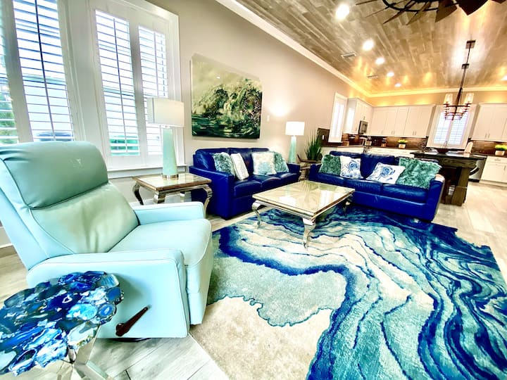 """Old Man and the Sea"" Luxury Vacation Beach House - Game Room & Golf Cart"