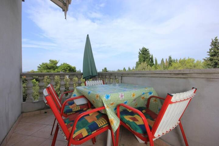 One bedroom apartment with terrace Muline (Ugljan) (A-8521-d)