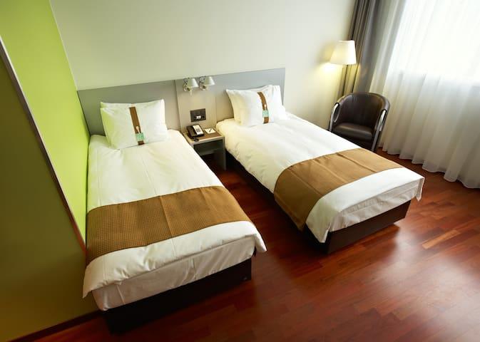 Komfortables TwinZimmer in Bern Brünnen(HolidayInn
