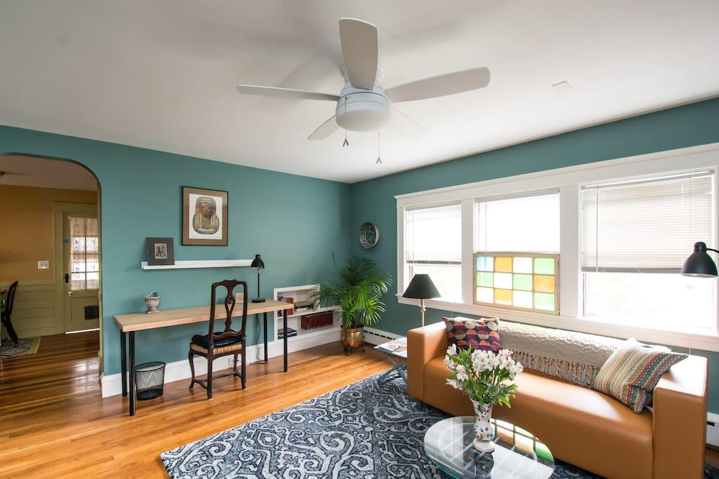 Living room work/study corner with FIOS Quantum wireless.
