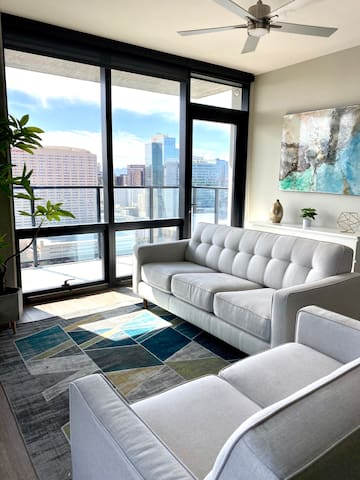 Stay Above It All In A Luxury High Rise Apartment