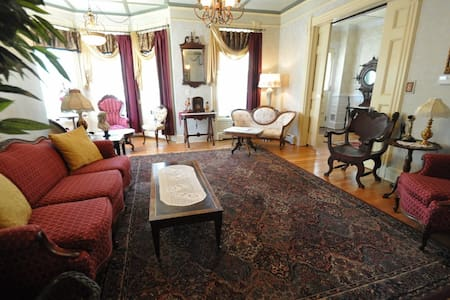 Victorian Bed and Breakfast - Bed & Breakfast
