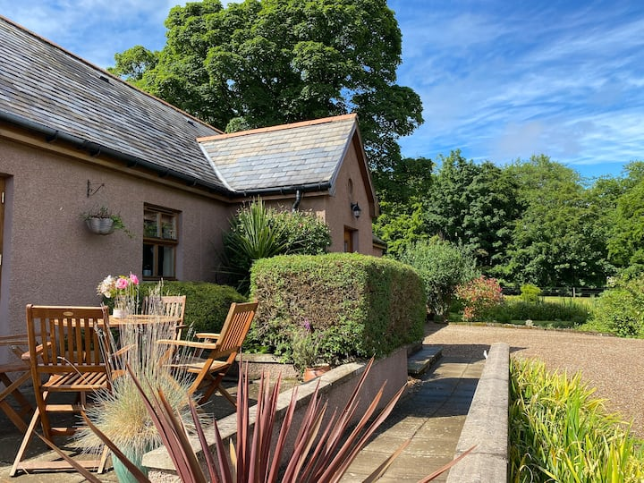 Idyllic 2B 2B Pet Friendly Cottage Near Turriff