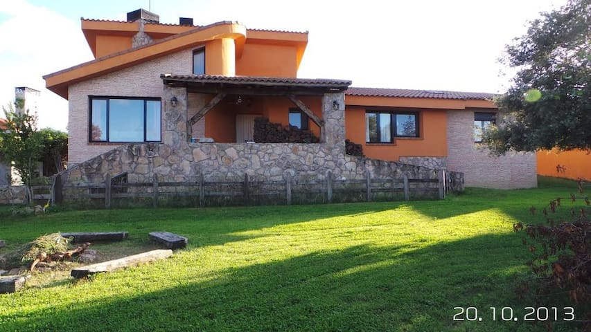 Between madrid and its mountain - Pedrezuela - Chalet
