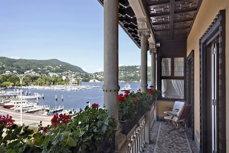 Luxury Lakefront apartment in central Como