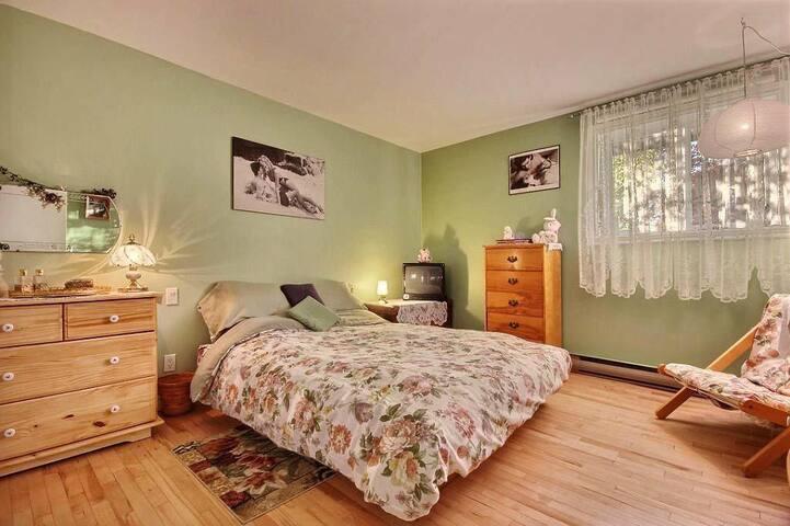 Grande chambre - 8 min centre-ville - Québec - Maison